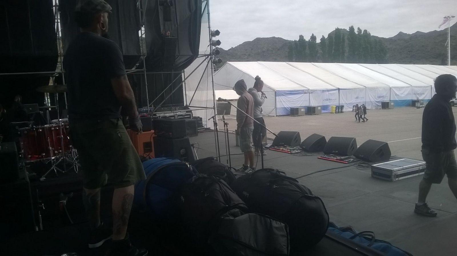 Los músicos de Illya Kuryaki and the Valderramas, quienes cerrarán la primer jornada, ya realizaron la prueba de sonido.