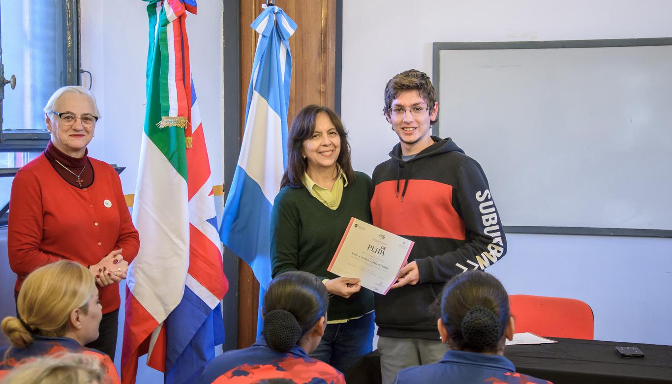 Alumnos del Instituto de Idiomas recibieron su certificado internacional