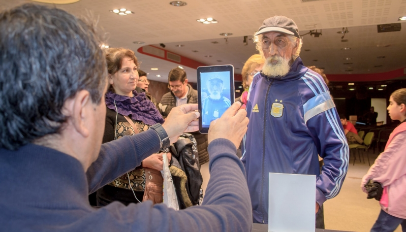 Un nuevo grupo de jubilados recibió su tableta en Terrazas del Portezuelo