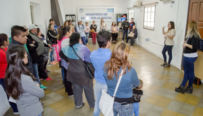 """Beneficiarios del Plan de Inclusión Social asistieron a la presentación del concurso """"Parcelas 3.0"""""""