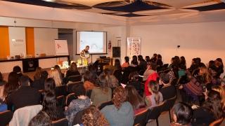 De la mano de un experto, más de 100 docentes  se capacitan en literatura infantil en la ULP
