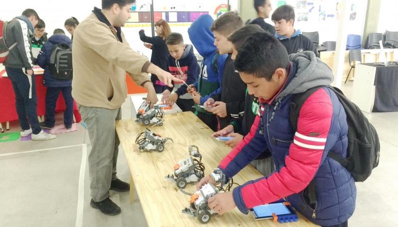 La Escuela Generativa del Club Estudiantes disfrutó de las atracciones de la Universidad de La Punta