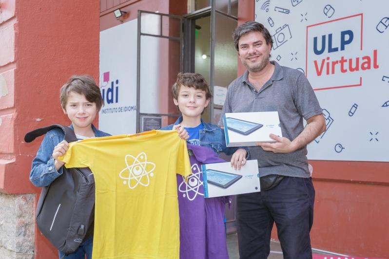 """Los ganadores del concurso """"Modo Verano"""" recibieron sus premios"""