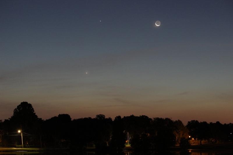 La Luna iluminó a Venus y juntos transformaron la madrugada del domingo