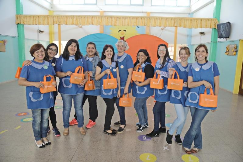 Las docentes y alumnos recibieron tabletas, Foldscopes y capacitaciones