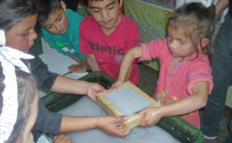 Alumnos del barrio 1º de Mayo aprendieron a reciclar papel con la ULP