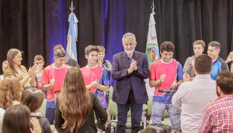El gobernador Rodríguez Saá reconoció a tres jóvenes luchadores puntanos que se destacaron en el Nacional