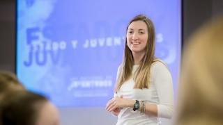 La senadora Catalfamo presentó su proyecto ante alumnos de la ULP