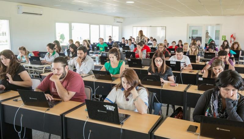 Más de 300 docentes rindieron el examen simulador de Google