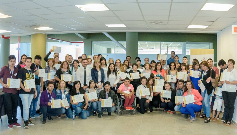 Más de 90 adultos finalizaron sus estudios  en las Escuelas Públicas Digitales