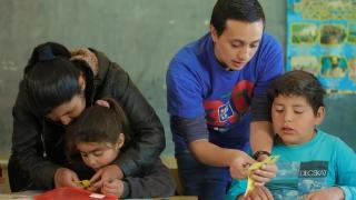 Los Foldscopes y las tabletas sorprendieron a los chicos de los parajes del Departamento Ayacucho