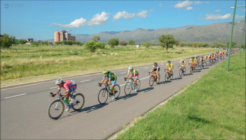 El Tour Femenino hizo su paso frente a la Universidad de La Punta
