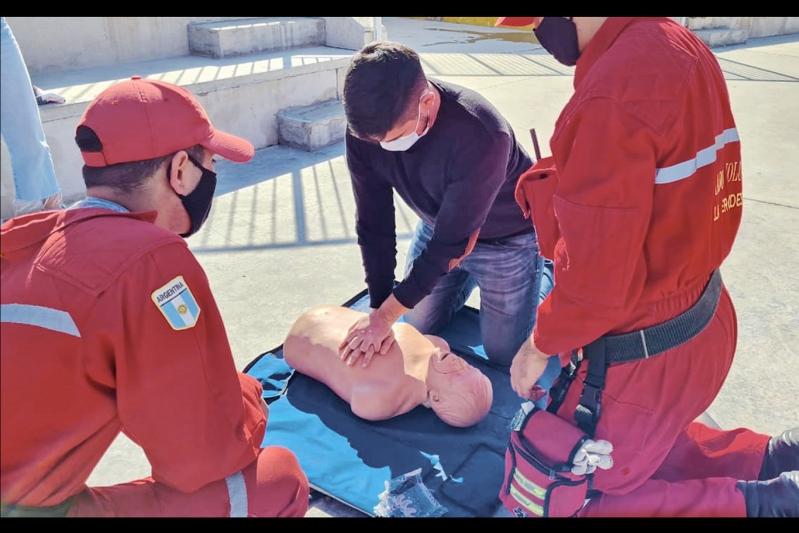 Personal del Instituto de Gestión Emergencias 4.0 se capacitaron en RCP y primeros auxilios