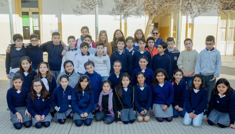 Alumnos de la Escuela Juan Llerena de Villa Mercedes,  a días de conocer el Teatro Colón