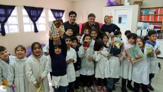 La ULP entregó más de 400 libros a alumnos de La Punta