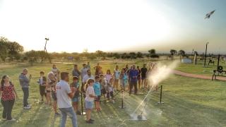 Chicos y grandes disfrutan de la experiencia del Parque Astronómico La Punta