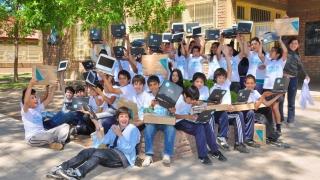 Más de 770 chicos del interior provincial recibirán sus compus