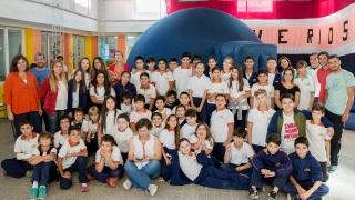 """Estudiantes de la Escuela Generativa """"Horizonte"""" vivieron una experiencia educativa y enriquecedora con los talleres del Parque Astronómico"""
