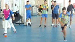 Los juveniles de Juventud competirán en la AFA y fueron evaluados en la sala de Biomecánica