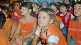 La lectura y los títeres llegaron a más de 350 niños en la Villa de Merlo