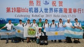 Comenzó la RoboCup 2015 en China y los puntanos probaron sus máquinas