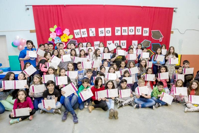 Más de 90 niños de La Punta recibieron su diploma del Instituto de Idiomas de la ULP