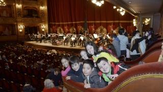 Escuchar, sentir y vivir la música clásica: la experiencia de los chicos de la Einstein en el Colón