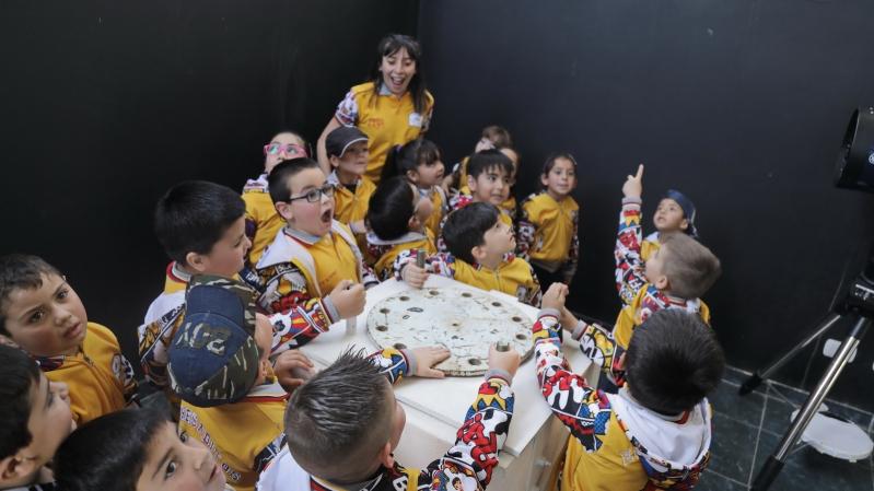 """Dos salitas de nivel inicial de la escuela """"Puertas del Sol"""" recorrieron el PALP para cerrar un trabajo de Feria de Ciencias"""