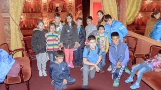 Alumnos de diez parajes de San Luis fueron espectadores de una obra en el icónico Teatro Colón