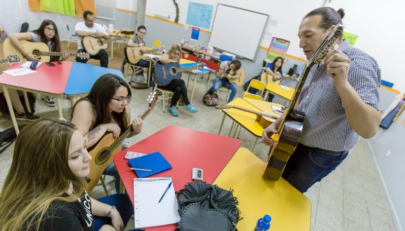 Más de 500 alumnos ya iniciaron las clases en la Escuela de Música de la ULP