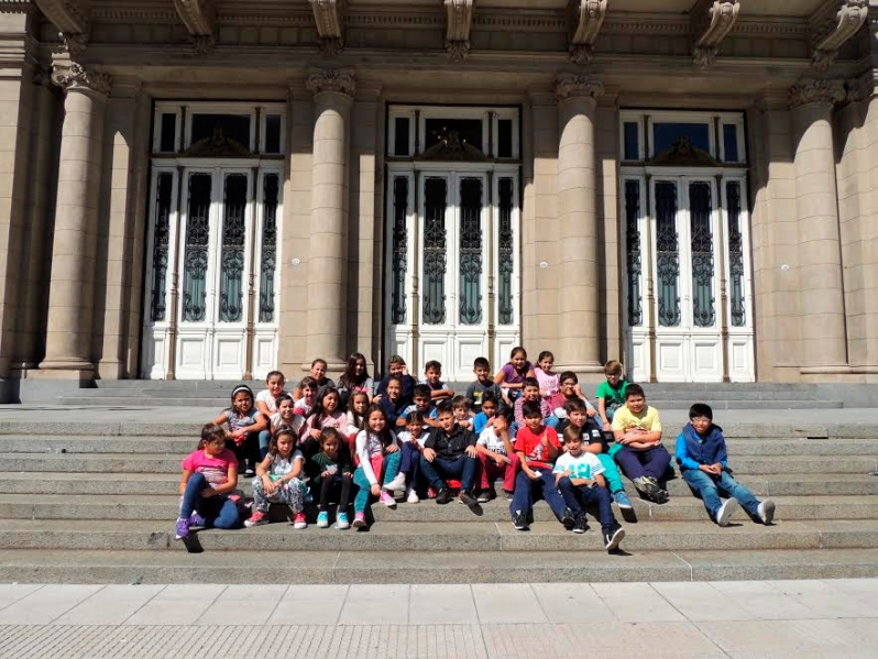 Alumnos de La Ribera visitaron el Teatro Colón  y diferentes puntos de la ciudad de Buenos Aires