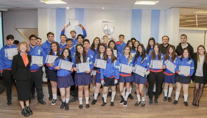 """Alumnos de la EPD """"Albert Einstein"""" prometieron lealtad a la Bandera Argentina"""