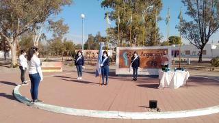 Los alumnos de las EPD hicieron la promesa a la Bandera