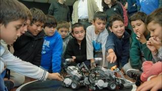 La Escuela de Programación de Juana Koslay vivió un sábado a pura robótica