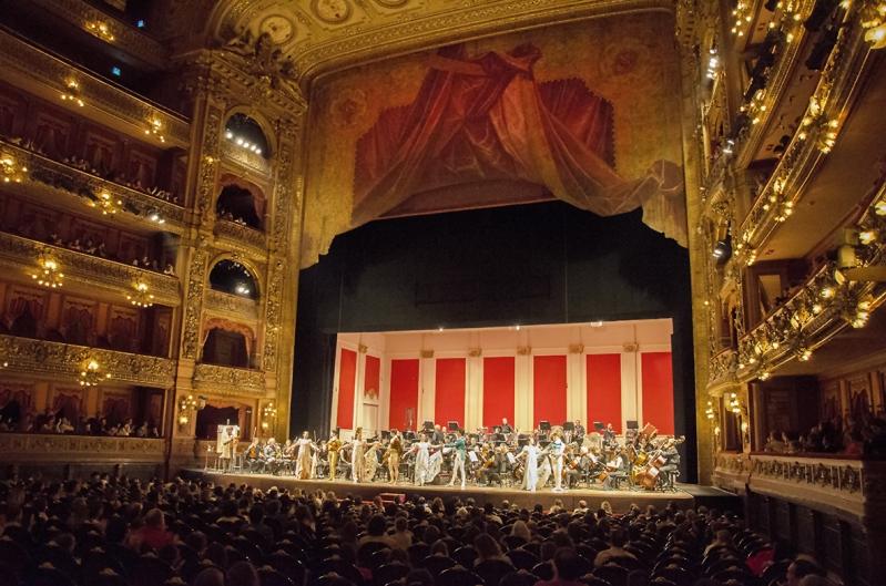 Cientos de alumnos puntanos conocieron el Teatro Colón durante el 2016