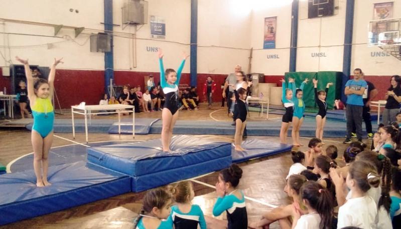La escuela de gimnasia artística del Campus debutó en el Provincial