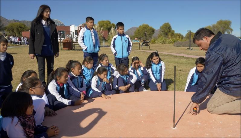 La medición de la sombra más larga del año convocó a más de 80 alumnos en el PALP