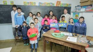 Felicidad en el Hogar Escuela del Valle de Pancanta por la entrega de tabletas y netbooks