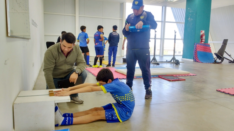 Infantiles de Juventud pasaron por el laboratorio de biomecánica del Campus