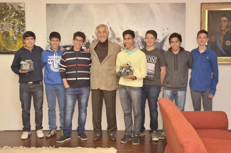 ¡Orgullo puntano! El Gobernador reconoció a los chicos que representarán a la Argentina