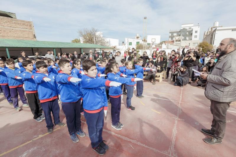 """Alumnos de la """"Albert Einstein"""" prometieron lealtad a la Bandera de San Luis"""
