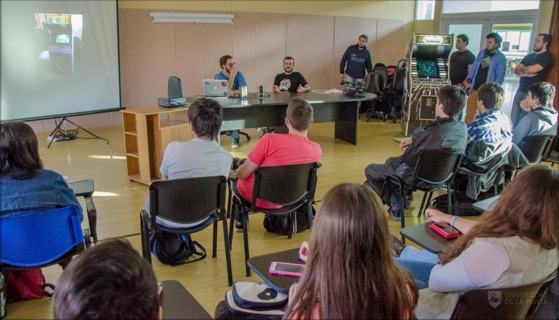 NAVE, el videojuego viajero pasó por la Universidad de La Punta