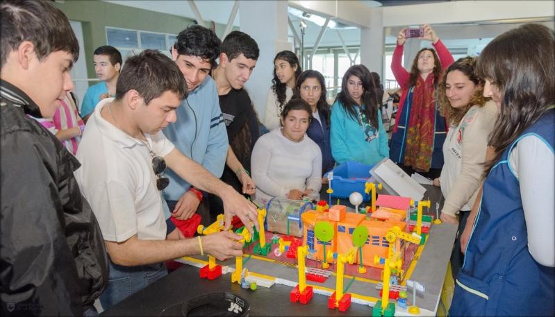 Alegría, entusiasmo y color, en la expo de robótica especial