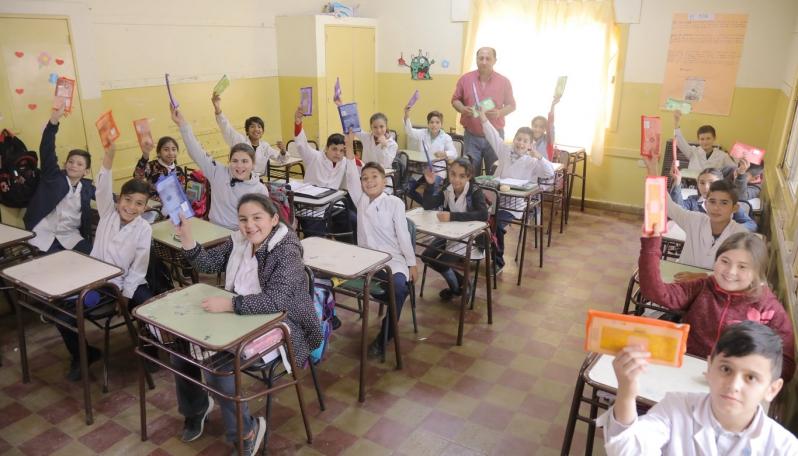 Más de 6000 Foldscope entregados a alumnos de escuelas rurales y del interior