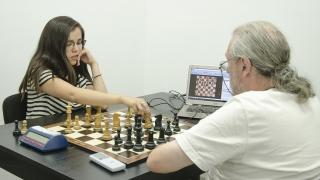 Ayelén Martínez entrena en el Campus Abierto ULP previo al Mundial de Ajedrez en Irán