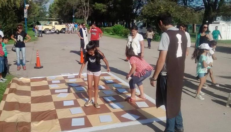 """""""Brincando Frases"""": la nueva propuesta ajedrecística para  grandes y chicos"""