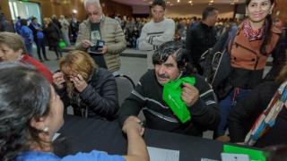 Felicidad y alegría invadieron a los jubilados de Villa Mercedes tras recibir sus tabletas