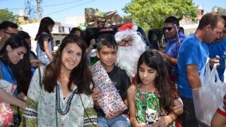 La ULP acompañó a Papá Noel a entregar regalos a los niños del Circuito 1010