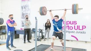 """""""Charly"""" Aguilera hizo una prueba de control de fuerza máxima y levantó 155 kilos"""