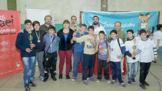 Con gran despliegue ajedrecístico, 16 escuelas se aseguraron el pasaje a la final provincial
